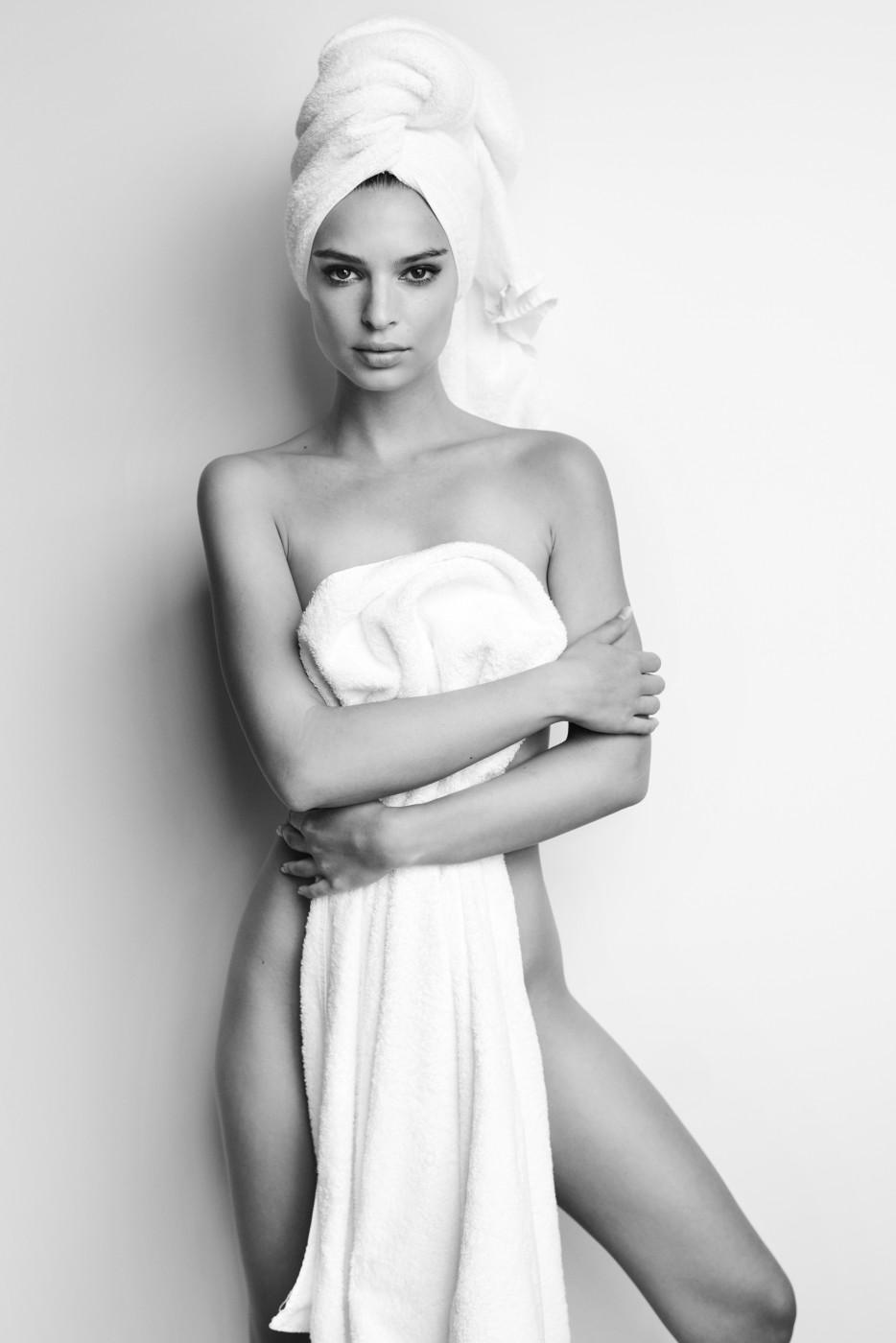 """Résultat de recherche d'images pour """"towel series emily ratajkowski"""""""